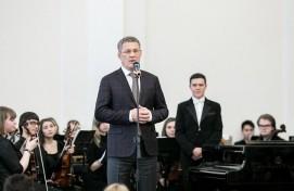 Руководитель Башкортостана Радий Хабиров в День работника культуры вручил государственные награды