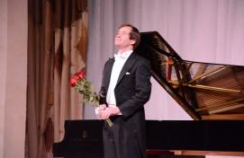 Өфөлә Рәсәй пианисы Николай Луганский «Steinway» рояле менән таныштырҙы