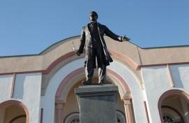 Өфө татар «Нур» театрының майҙаны Ғабдулла Туҡай исемен йөрөтәсәк