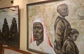 В фойе Башдрамтеатра им.М.Гафури экспонируются работы молодой художницы Нажии Загитовой